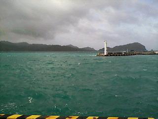 大荒れの二見湾